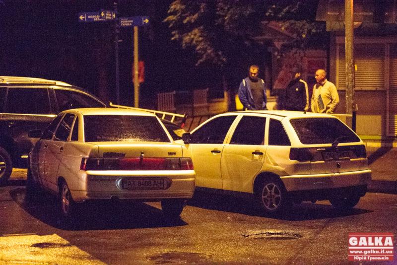 """Вночі на перехресті Франківська юний водій """"Лексусу"""" розбив чотири машини (ФОТО)"""