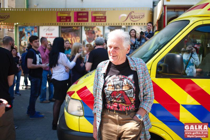 Волонтери з Великої Британії передали для потреб АТО карету швидкої та іншу допомогу (ФОТО)