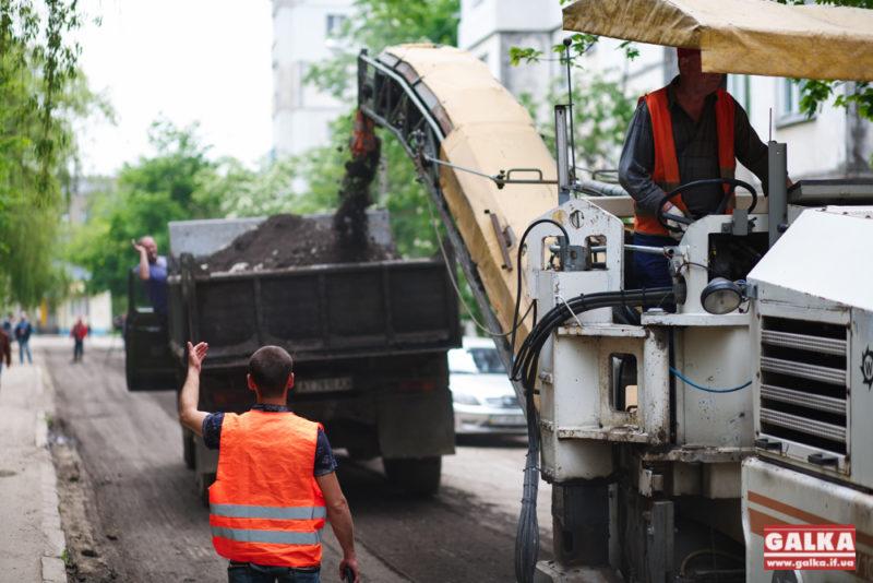 Поблизу десятої школи розпочався ремонт багатостраждальної дороги (ФОТО)