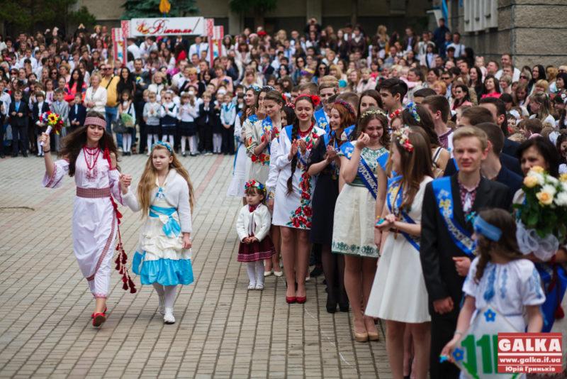 Останній дзвоник в Івано-Франківську: розклад свята для кожної школи