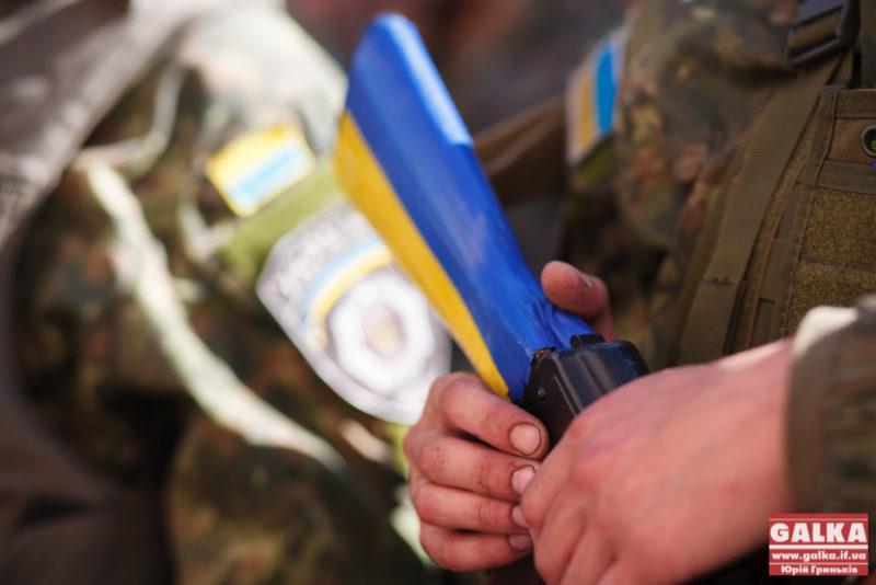 На передовій в АТО заступник Надвірнянської райради грав воякам на сопілці