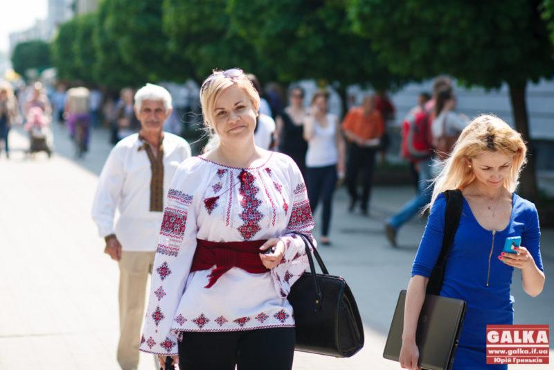 Франківці у вишиванках 24 серпня їздитимуть комунальним транспортом задурно