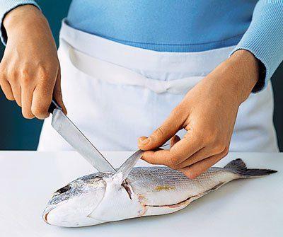 """""""Галка"""" рекомендує: як почистити рибу в квартирі і не забруднити кухню лускою (ВІДЕО)"""