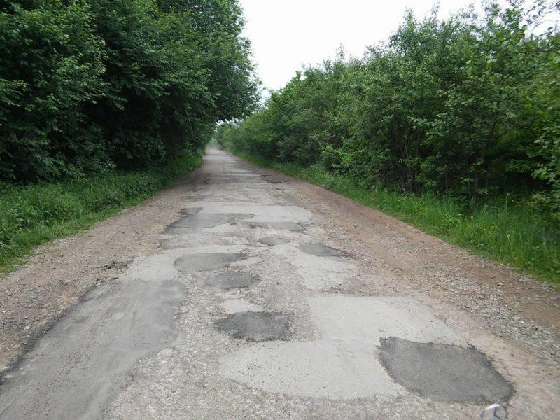 Дорогу на Дем'янів лаз ремонтують востаннє, далі будуватимуть нову