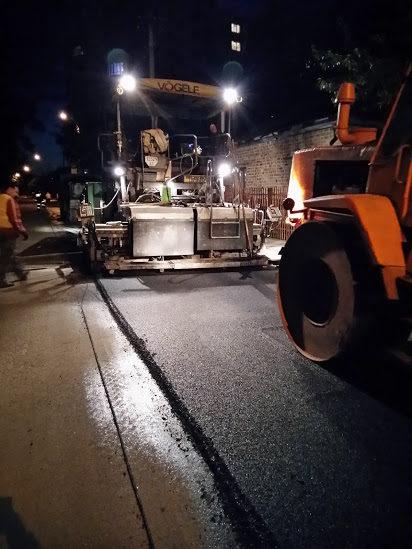 Дорожники просять людей не дзвонити в поліцію під час нічного ремонту Грушевського