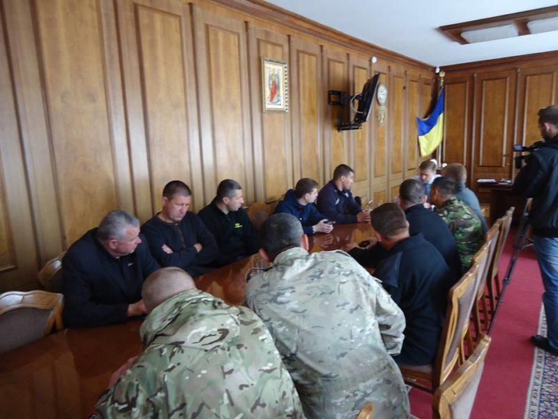 """Ініціативна група незупинно домагається звільнення головного """"рибника"""" області – сьогодні були в голови ОДА (ФОТО)"""