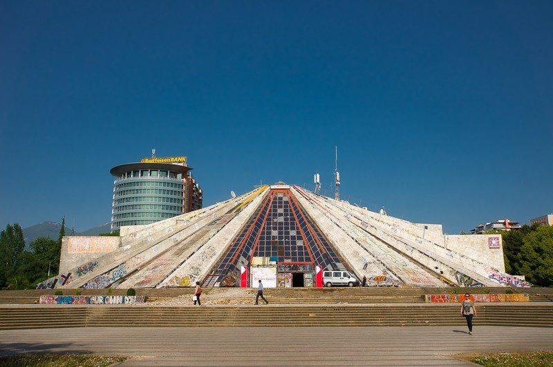 Довкола світу: Тирана, хаос без тирана