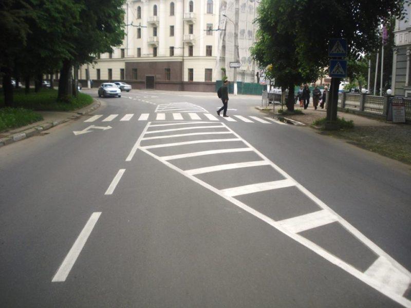 На вулиці Василіянок завершили наносити нову дорожню розмітку (ФОТО)