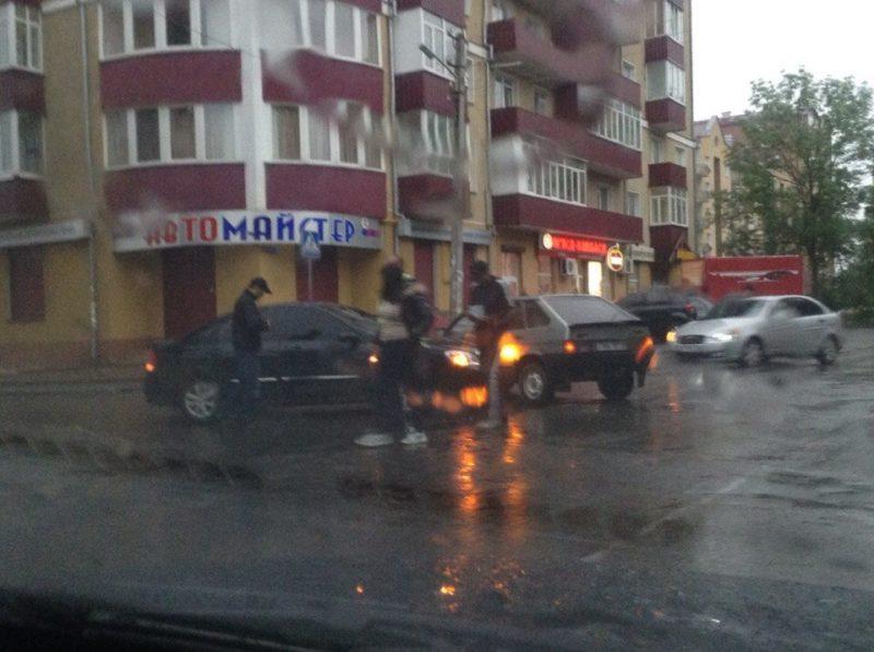 На Вовчинецькій ДТП: зіткнулися два легкові авто (ФОТО)