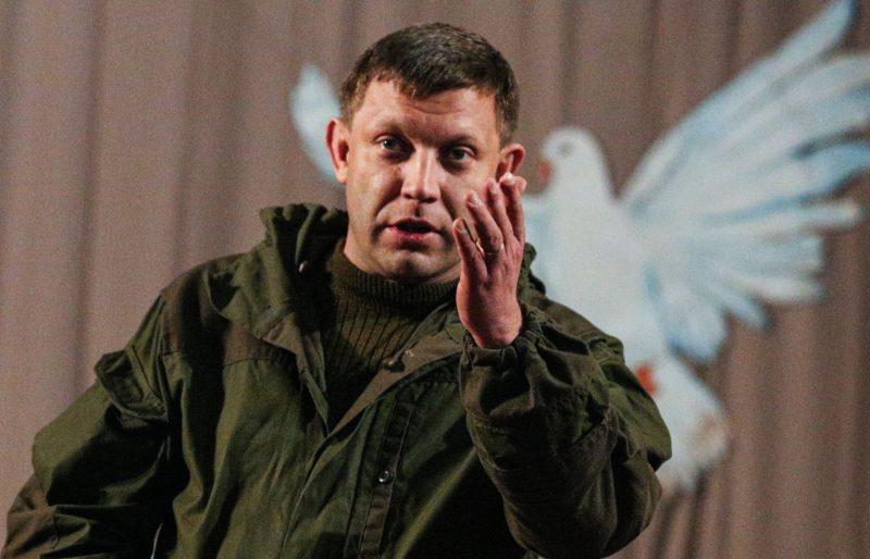 Захарченко на милицях заспокоював людей, які мітингували проти війни в Донецьку (ВІДЕО)
