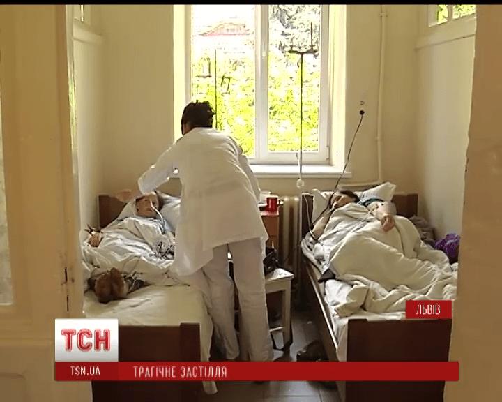 Трагічні заручини на Львівщині: після застілля помер хлопець, а його наречена з родичами – у лікарні