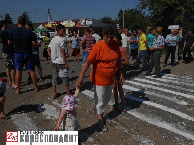 Хриплинці дали владі тиждень для початку ремонту дороги (ФОТО)