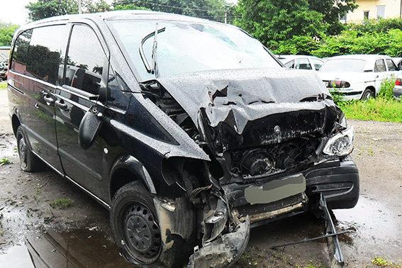 ДАІ показала фото машини, в якій після ДТП загинула дівчина, а ще 5 пасажирів потрапили у лікарню (ФОТО)