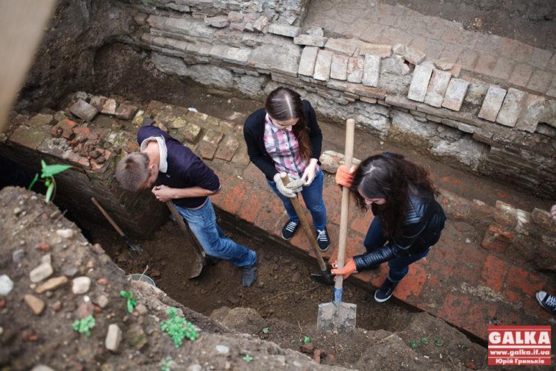 Палац Потоцьких, археологи, розкопки-8616