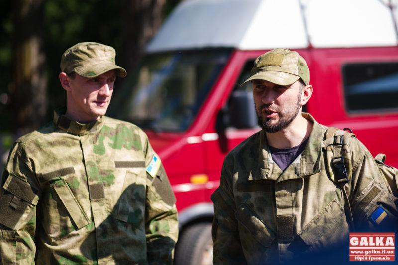 Батальйону, в якому служать два депутати міськради, передали автомобіль (ФОТО)