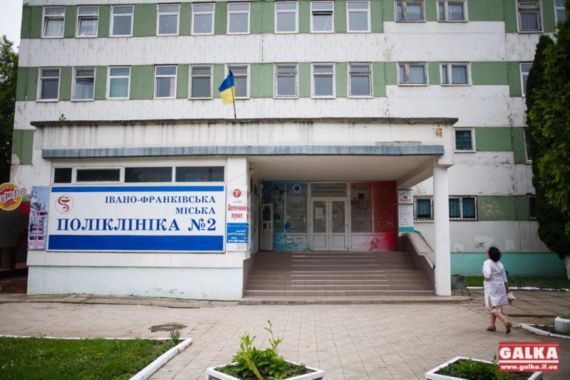 Жінка, що померла від коронавірусу, перед госпіталізацією відвідувала поліклініку на Довгій – медики