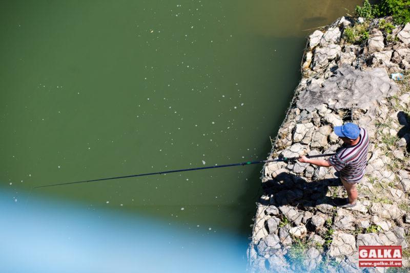 На Прикарпатті на два місяці заборонили рибальство