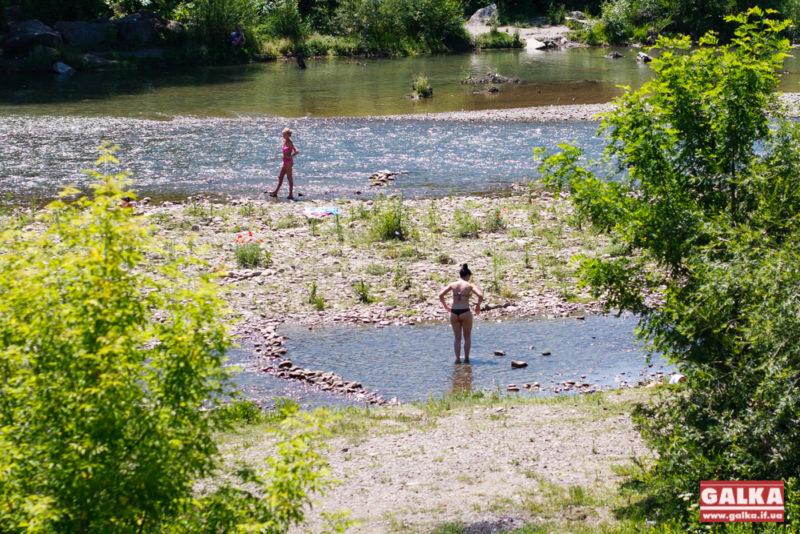 До грудня на Бистриці Надвірнянській буде пляж: у мерії відреагували на критику