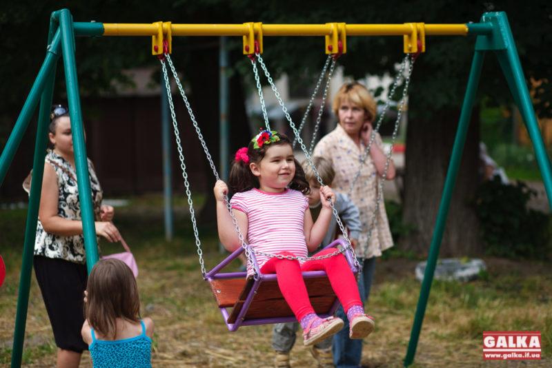 На Софії Галечко свято – для дітей нарешті облаштували територію для ігор (ФОТО)