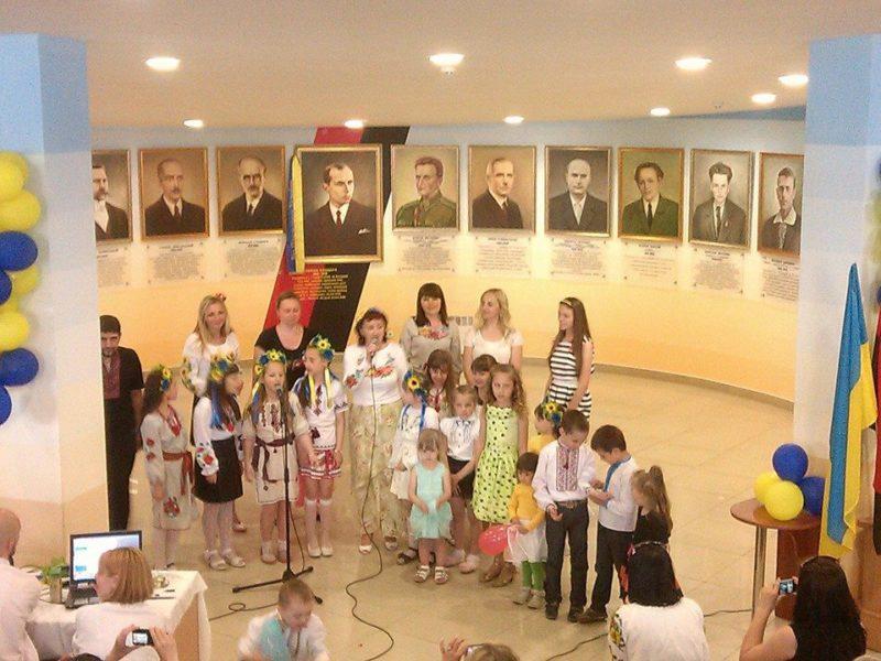 В День захисту дітей дітвора бійців АТО та волонтерів провели концерт (ФОТО)