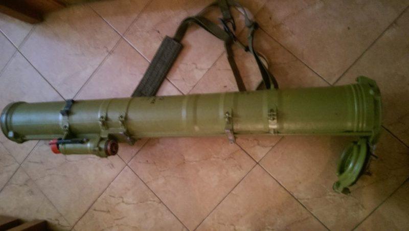 """Волонтери продають протитанкову ракету, з якої вбили праву руку терориста """"Гіві"""" (ФОТО)"""