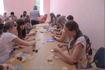 Учні школи народних ремесел вивчали фітодизайн та робили прикраси з тканини (ФОТО)