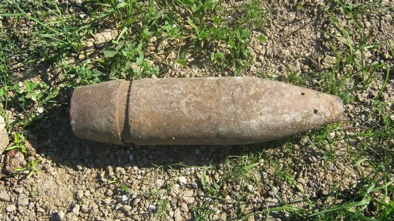 На Рогатинщині поблизу річки знайшли артилерійський снаряд