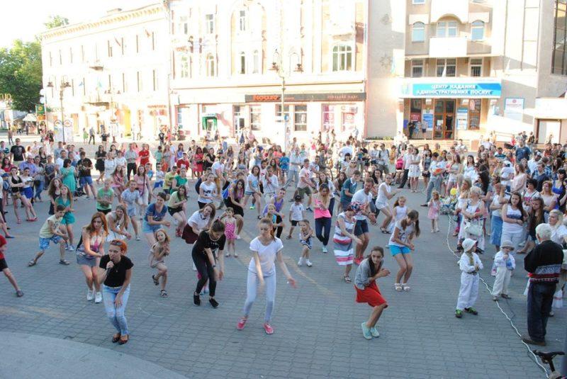 """Сьогодні іванофранківці знову вивчатимуть """"Танець міста"""" (ВІДЕО)"""