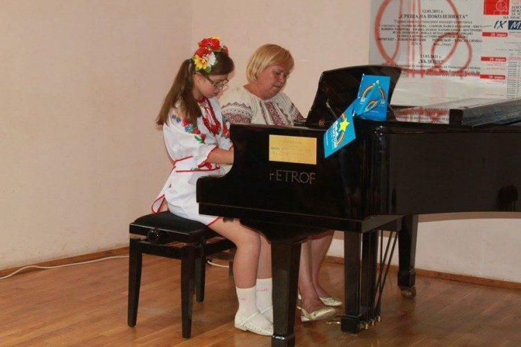 13-річна українська піаністка із синдромом Дауна перемогла на міжнародному музичному фестивалі у Болгарії