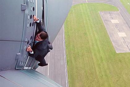 """Том Круз вразив шанувальників смертельним трюком фільму """"Місія нездійсненна 5""""  (ВІДЕО)"""