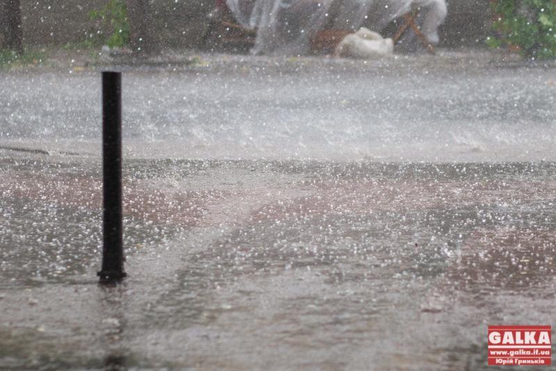 Через суботні зливи і град в області підтоплені десятки будинків, понад 30 сіл без електрики (ВІДЕО)