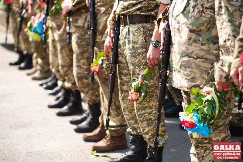 В українській армії звання молодшого лейтенанта змінять на хорунжого