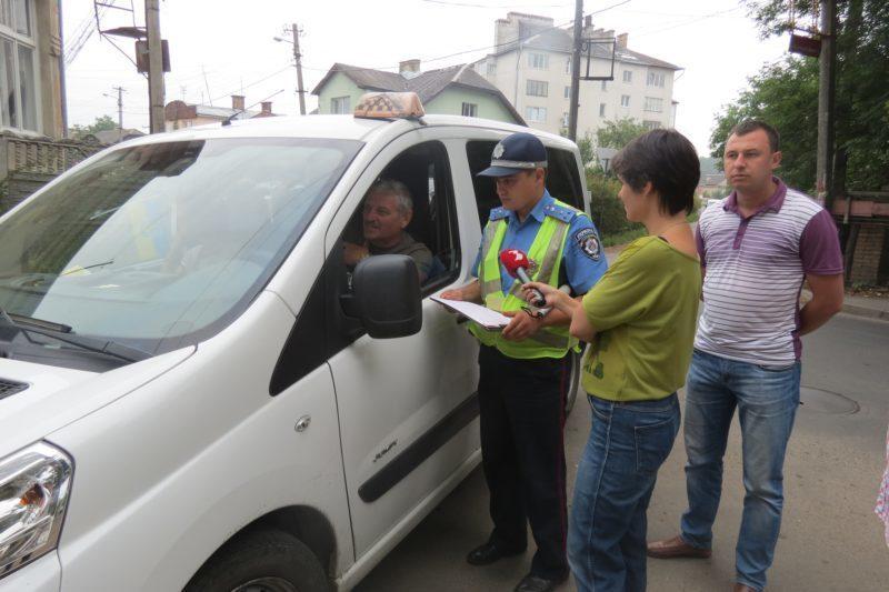ДАІ та податківці влаштували полювання на незаконних таксистів (ФОТО)