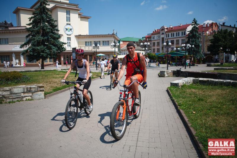 До Франківська прибули учасники АТО на велосипедах (ФОТО)