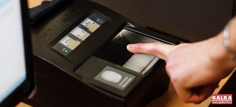 Для в'їзду в Україну іноземців запровадять біометричний контроль