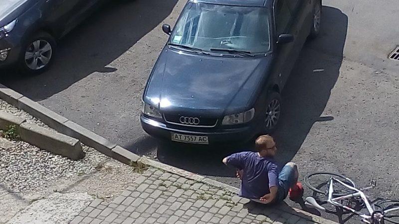 На розі вулиць Південний Бульвар-Гурика автівка збила велосипедиста (ФОТО)