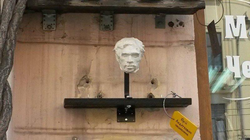У Чернівцях встановили пам'ятник Юрію Андруховичу