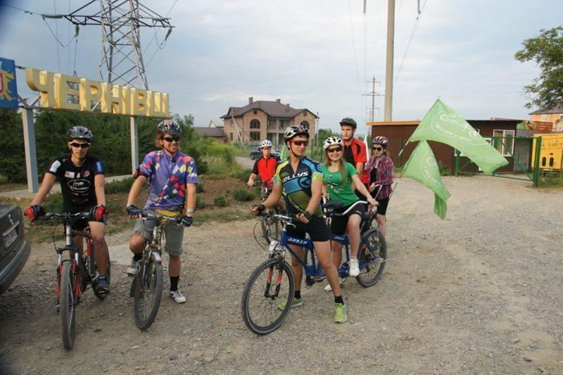 Франківцям покажуть фільм про веломандрівку Україною людей з вадами зору