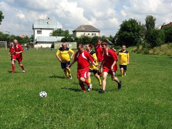 Діти з обмеженими можливостями зіграли у футбол (ФОТО)