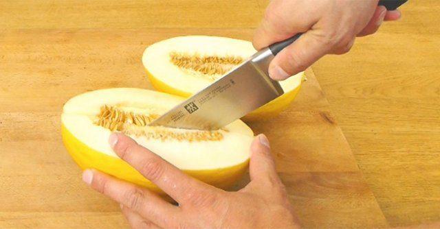 """""""Галка"""" рекомендує: як справді швидко нарізати фруктовий салат (ВІДЕО)"""