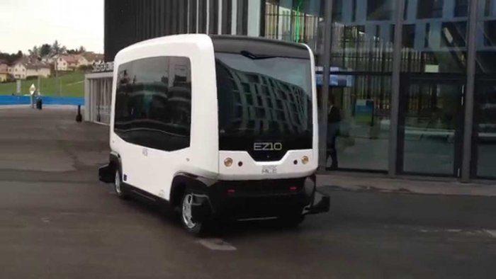 """В Нідерландах запускають перший маршрут мікроавтобуса на """"автопілоті"""" (ВІДЕО)"""