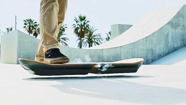 Lexus вразив літаючим скейтбордом з фільму «Назад у майбутнє»