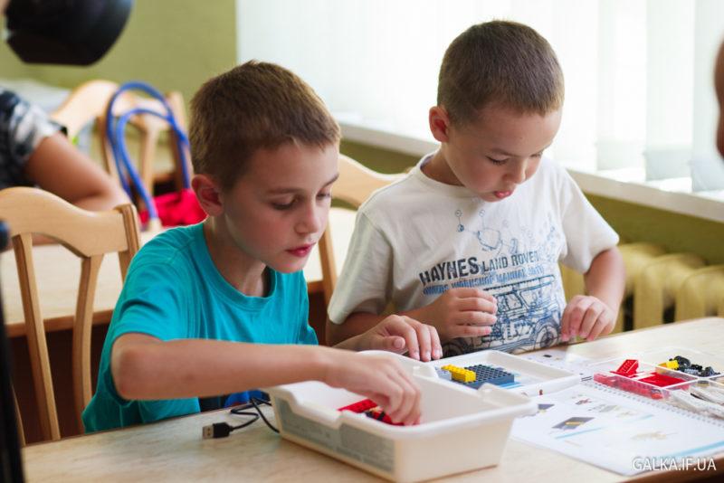 У Франківську переселенець з Донецька провів майстер-клас з робототехніки для дітей (ФОТО)