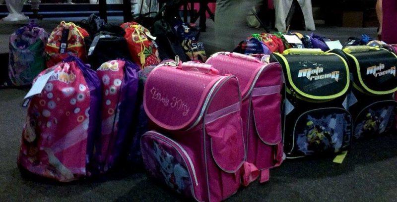 35 маленьких франківчан-сиріт отримали свої перші шкільні портфелики (ФОТО)