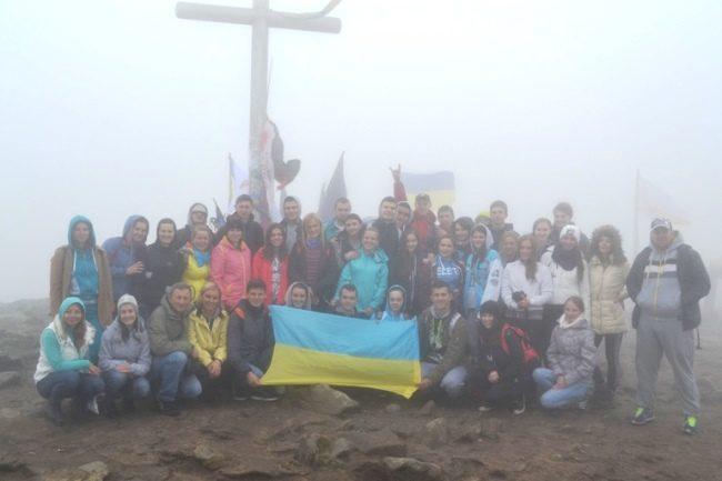 Студенти Прикарпатського університету провели на Говерлі екологічну акцію (ФОТО)