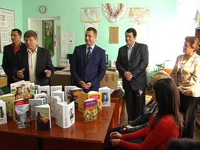 Спікер Верховної Ради подарував прикарпатським бібліотекам близько двохсот нових книг (ВІДЕО)