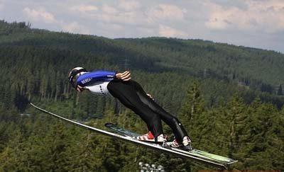 На Прикарпатті відбулися Всеукраїнські змагання зі стрибків на лижах з трампліну – перемогли верховинці