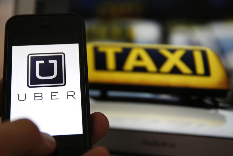Лондонські таксисти через сервіс Uber були вимушені суттєво знизити вартість проїзду