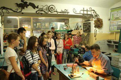 Франківські школярі відвідали ювелірну майстерню та кузню (ФОТО)