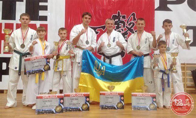Спортсменка з Івано-Франківська привезла дві нагороди із чемпіонату  карате